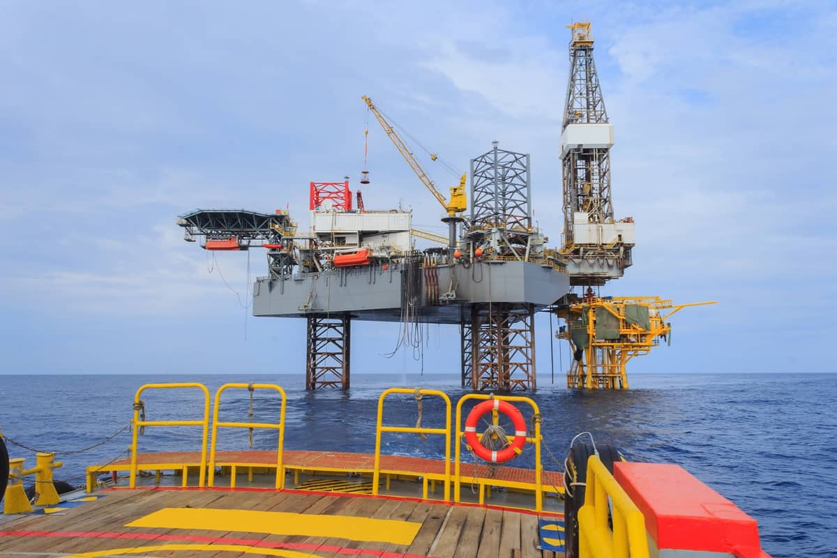 Offshore Jack Up Drilling Rig Over The Production Platform in The Middle of The Sea - Rig-Site-Project-Management-for-Special-Projects-Critical-Operations.